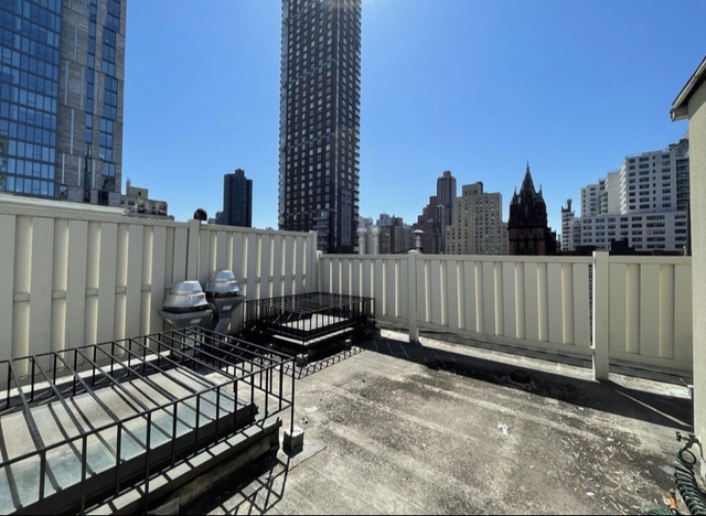 3 Bedrooms, Yorkville Rental in NYC for $4,579 - Photo 1