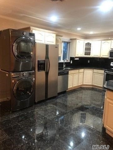 3 Bedrooms, Oceanside Rental in Long Island, NY for $3,000 - Photo 1