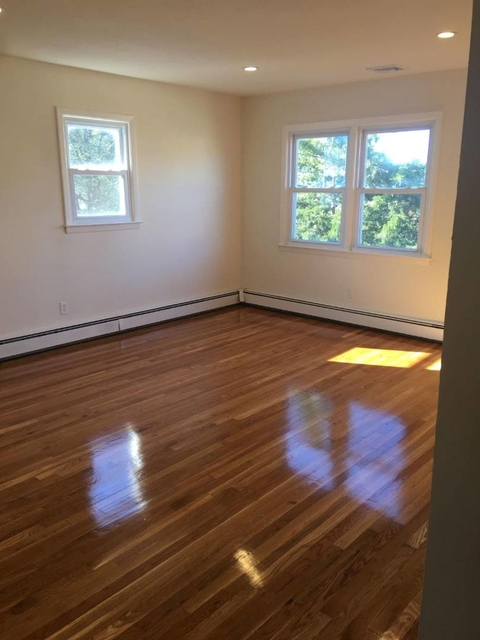 2 Bedrooms, Manorhaven Rental in Long Island, NY for $2,250 - Photo 1