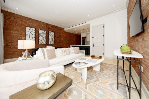 3 Bedrooms, Lenox Hill Rental in NYC for $6,100 - Photo 1