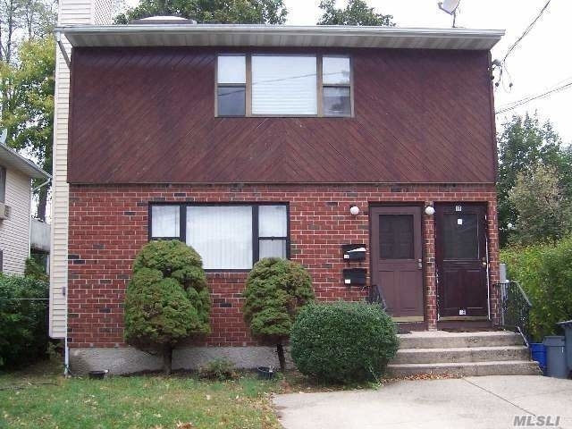 3 Bedrooms, Manorhaven Rental in Long Island, NY for $3,000 - Photo 1