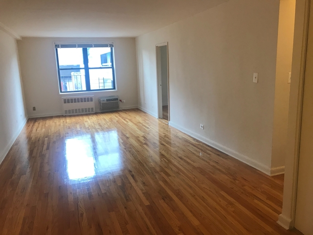 2 Bedrooms, Forest Hills Rental in NYC for $2,200 - Photo 1