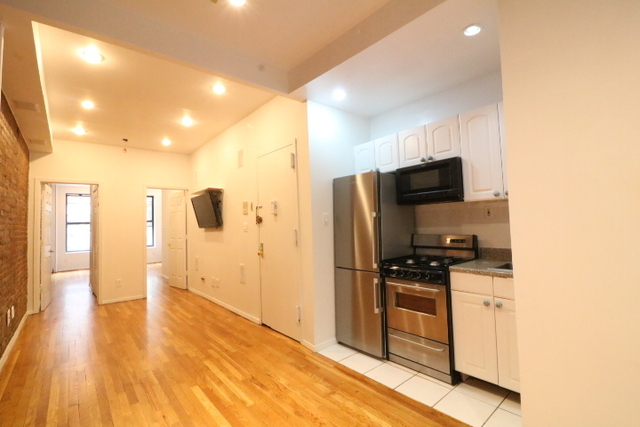 2 Bedrooms, Hell's Kitchen Rental in NYC for $1,795 - Photo 1