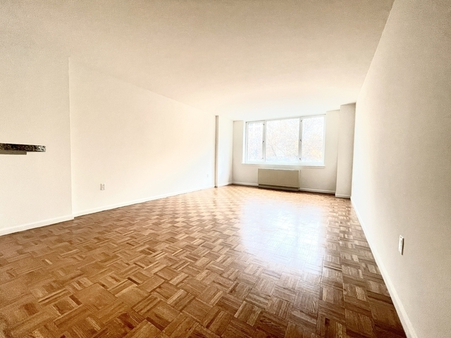 2 Bedrooms, Hell's Kitchen Rental in NYC for $3,083 - Photo 1
