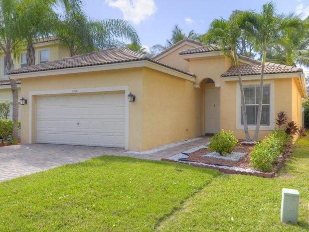 3 Bedrooms, Sabal Lakes Rental in Miami, FL for $2,470 - Photo 1