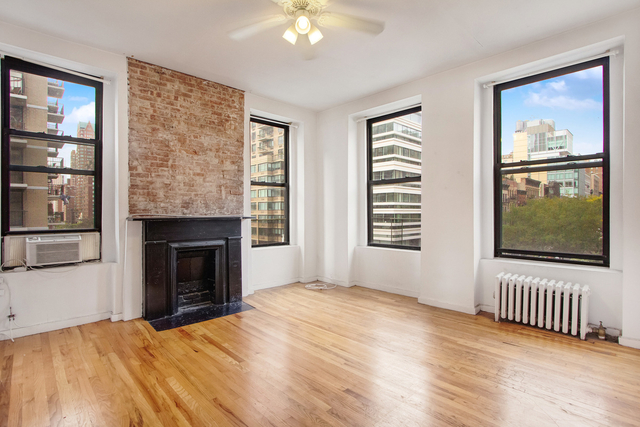 3 Bedrooms, Yorkville Rental in NYC for $2,700 - Photo 1