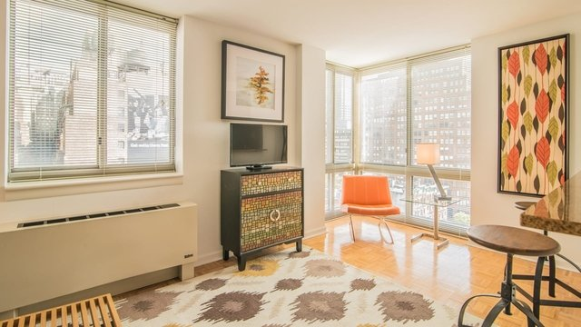 2 Bedrooms, Hell's Kitchen Rental in NYC for $4,417 - Photo 1