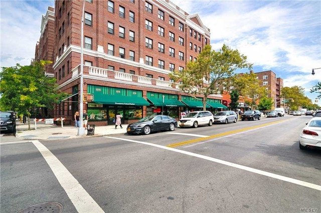2 Bedrooms, Jackson Heights Rental in NYC for $2,800 - Photo 1