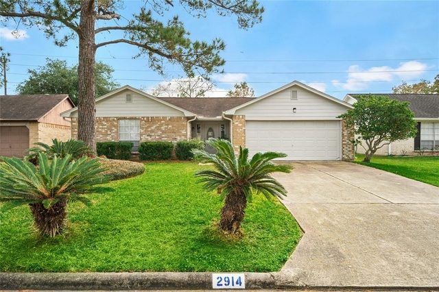 3 Bedrooms, Alvin-Pearland Rental in Houston for $1,850 - Photo 1
