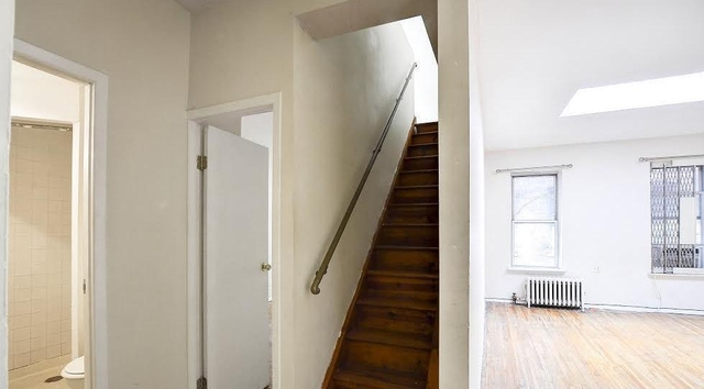 4 Bedrooms, Hell's Kitchen Rental in NYC for $3,600 - Photo 1