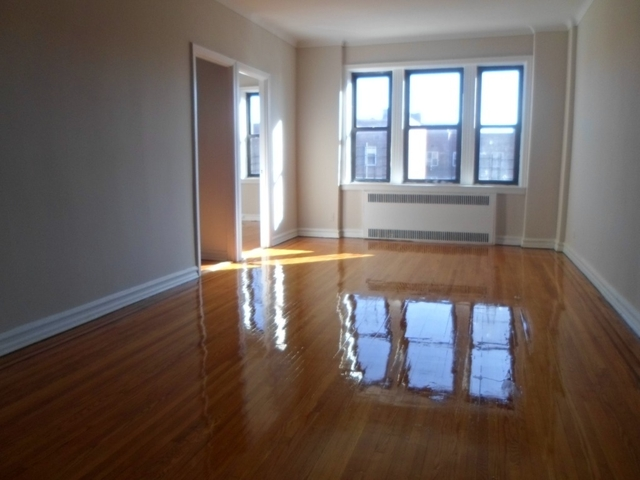 2 Bedrooms, Jackson Heights Rental in NYC for $2,550 - Photo 1