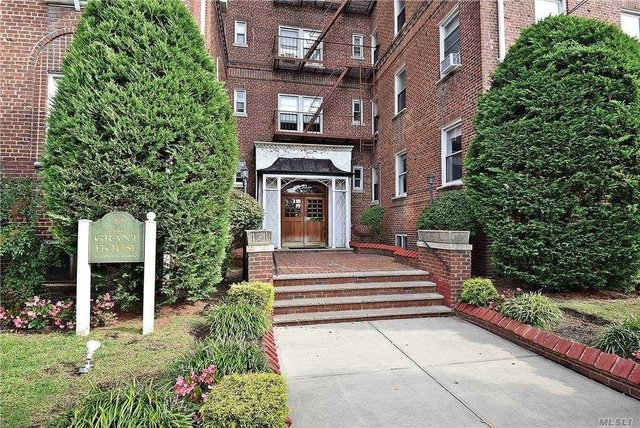 2 Bedrooms, Rockville Centre Rental in Long Island, NY for $3,300 - Photo 1