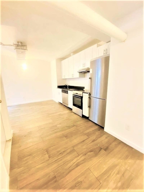 3 Bedrooms, Yorkville Rental in NYC for $2,708 - Photo 1
