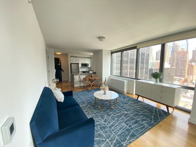 2 Bedrooms, Hell's Kitchen Rental in NYC for $3,597 - Photo 1