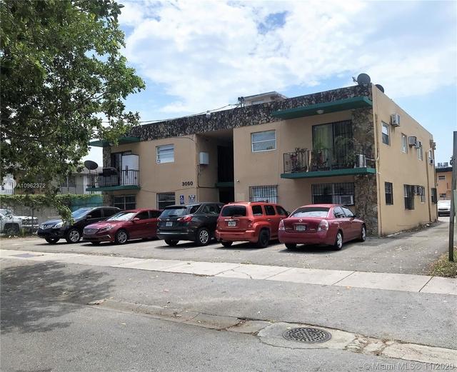 2 Bedrooms, Eby Park Rental in Miami, FL for $1,300 - Photo 1