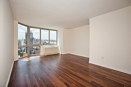 1 Bedroom, Hell's Kitchen Rental in NYC for $2,495 - Photo 1