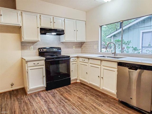 3 Bedrooms, Grogan's Mill Rental in Houston for $1,495 - Photo 1