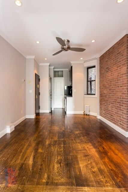 4 Bedrooms, Hell's Kitchen Rental in NYC for $3,521 - Photo 1