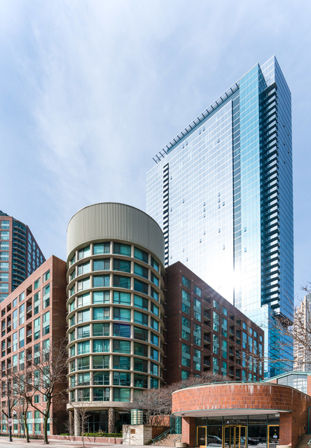 2 Bedrooms, Streeterville Rental in Chicago, IL for $2,500 - Photo 1