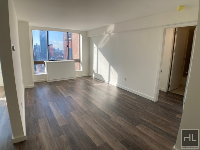 2 Bedrooms, Hell's Kitchen Rental in NYC for $3,940 - Photo 1