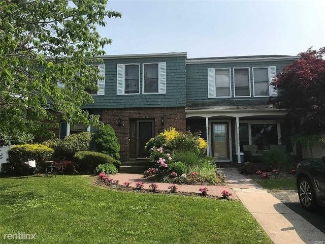 3 Bedrooms, Sayville Rental in Long Island, NY for $3,400 - Photo 1