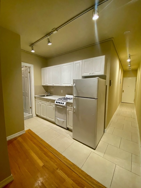 2 Bedrooms, West Village Rental in NYC for $1,900 - Photo 1