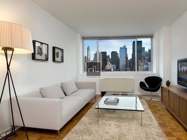 Studio, Hell's Kitchen Rental in NYC for $1,944 - Photo 1