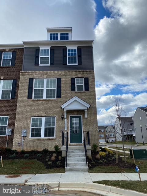 4 Bedrooms, Greater Landover Rental in Baltimore, MD for $2,995 - Photo 1