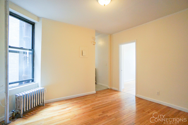 2 Bedrooms, Alphabet City Rental in NYC for $2,395 - Photo 1