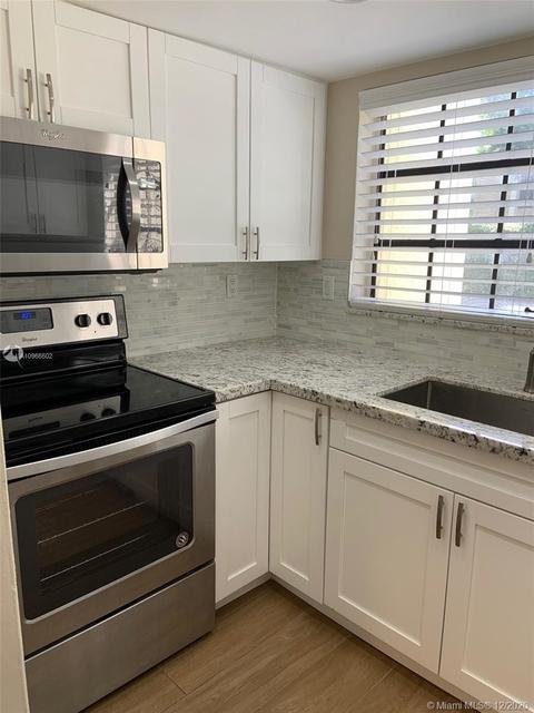 2 Bedrooms, Brickell Rental in Miami, FL for $2,300 - Photo 1