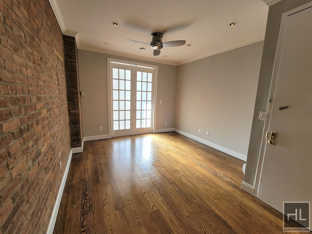3 Bedrooms, Yorkville Rental in NYC for $3,329 - Photo 1