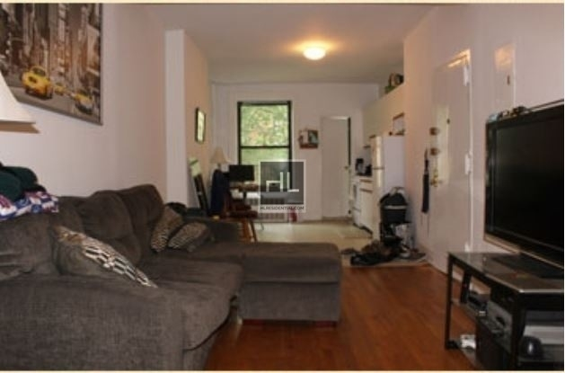 2 Bedrooms, Yorkville Rental in NYC for $2,925 - Photo 1