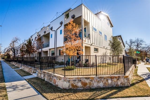 2 Bedrooms, Peak's Addition Rental in Dallas for $2,650 - Photo 1