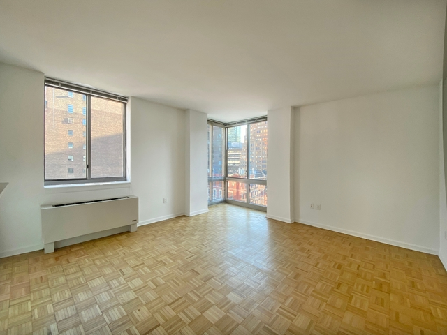 2 Bedrooms, Hell's Kitchen Rental in NYC for $3,430 - Photo 1