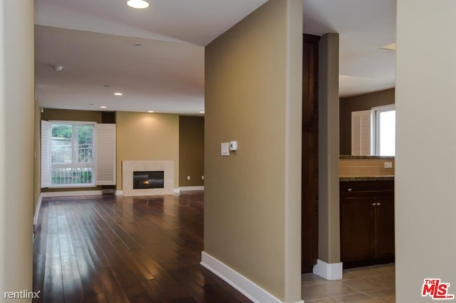 2 Bedrooms, Hollywood Hills West Rental in Los Angeles, CA for $3,700 - Photo 1