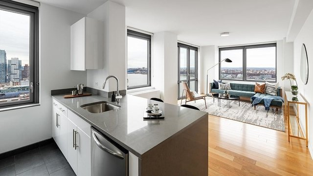2 Bedrooms, Hell's Kitchen Rental in NYC for $3,987 - Photo 1