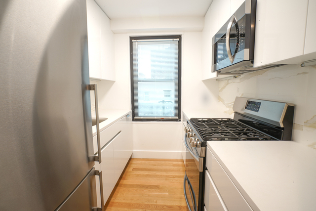 2 Bedrooms, Hell's Kitchen Rental in NYC for $4,275 - Photo 1