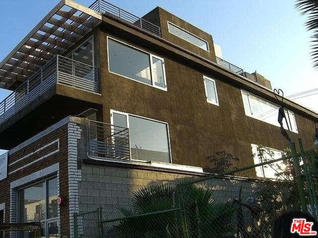 3 Bedrooms, Windward Circle Rental in Los Angeles, CA for $10,000 - Photo 1