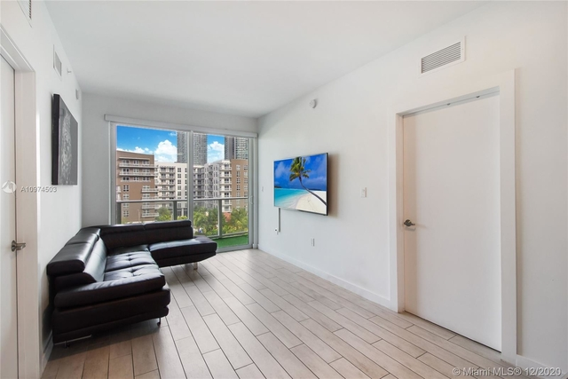 2 Bedrooms, Banyan Place Rental in Miami, FL for $2,250 - Photo 1
