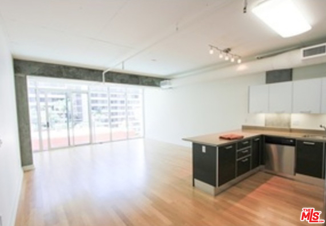 1 Bedroom, South Park Rental in Los Angeles, CA for $2,250 - Photo 1