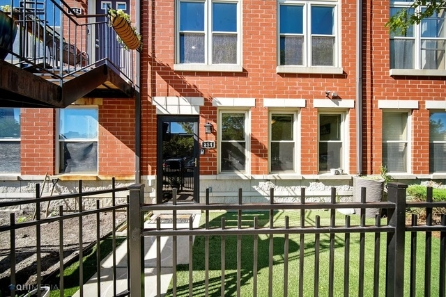 2 Bedrooms, Douglas Rental in Chicago, IL for $2,550 - Photo 1