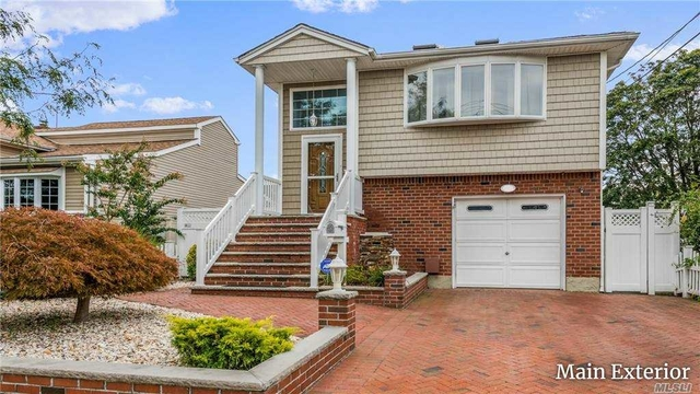 3 Bedrooms, Oceanside Rental in Long Island, NY for $3,100 - Photo 1