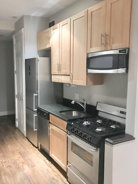 4 Bedrooms, Hell's Kitchen Rental in NYC for $4,095 - Photo 1