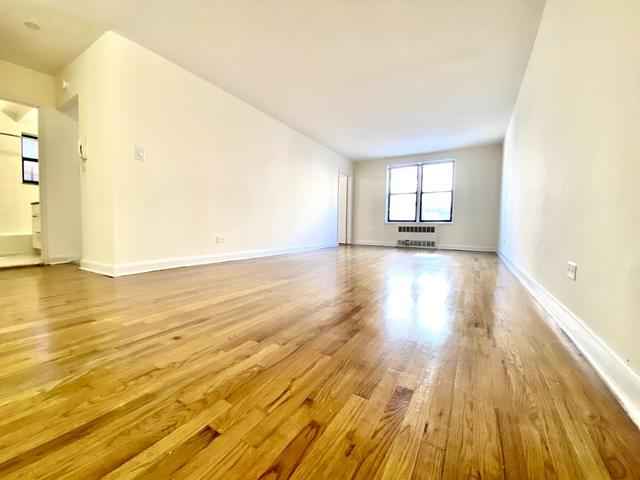 2 Bedrooms, Forest Hills Rental in NYC for $1,970 - Photo 1