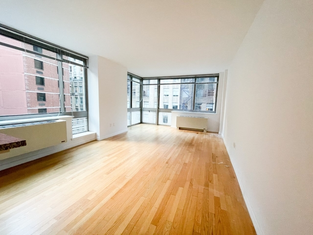 Studio, Financial District Rental in NYC for $2,351 - Photo 1