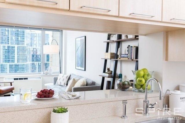 2 Bedrooms, Hell's Kitchen Rental in NYC for $4,692 - Photo 1