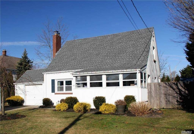 3 Bedrooms, Sayville Rental in Long Island, NY for $3,650 - Photo 1