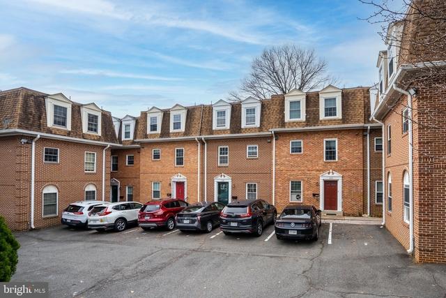 4 Bedrooms, Penrose Rental in Washington, DC for $3,000 - Photo 1
