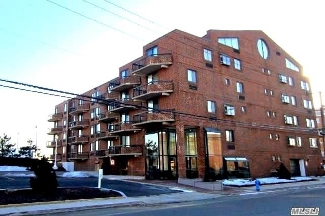 2 Bedrooms, Westholme South Rental in Long Island, NY for $3,950 - Photo 1