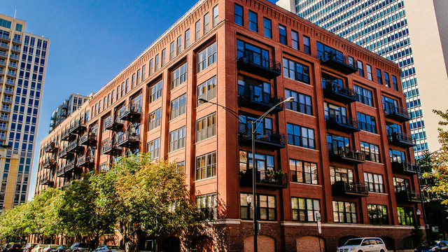 2 Bedrooms, River North Rental in Chicago, IL for $2,800 - Photo 1